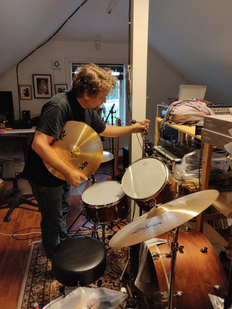 Prins Thomas setting up hist drum kit