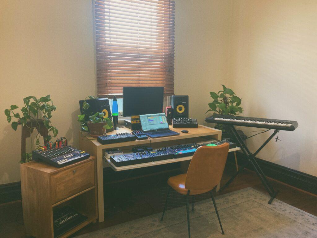 Guy Contact's studio